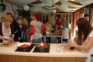 FINOmÁNIA csapatépítések: 10 főtől akár 100 főig, tematikus programokkal