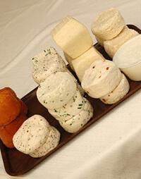 Kóstolások: sajt, csokoládé, fűszer, bor, kolbász, stb.